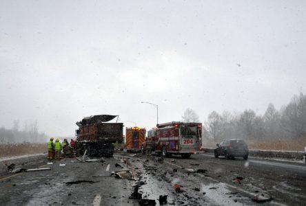 Le conducteur du camion demeure dans un état critique