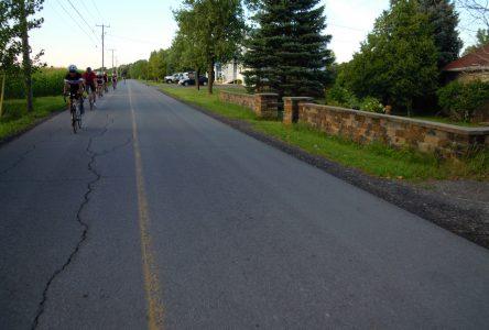 Bannir les vélos des routes à la limite supérieure à 50 km/h : «Totalement farfelu», selon Vélo Québec