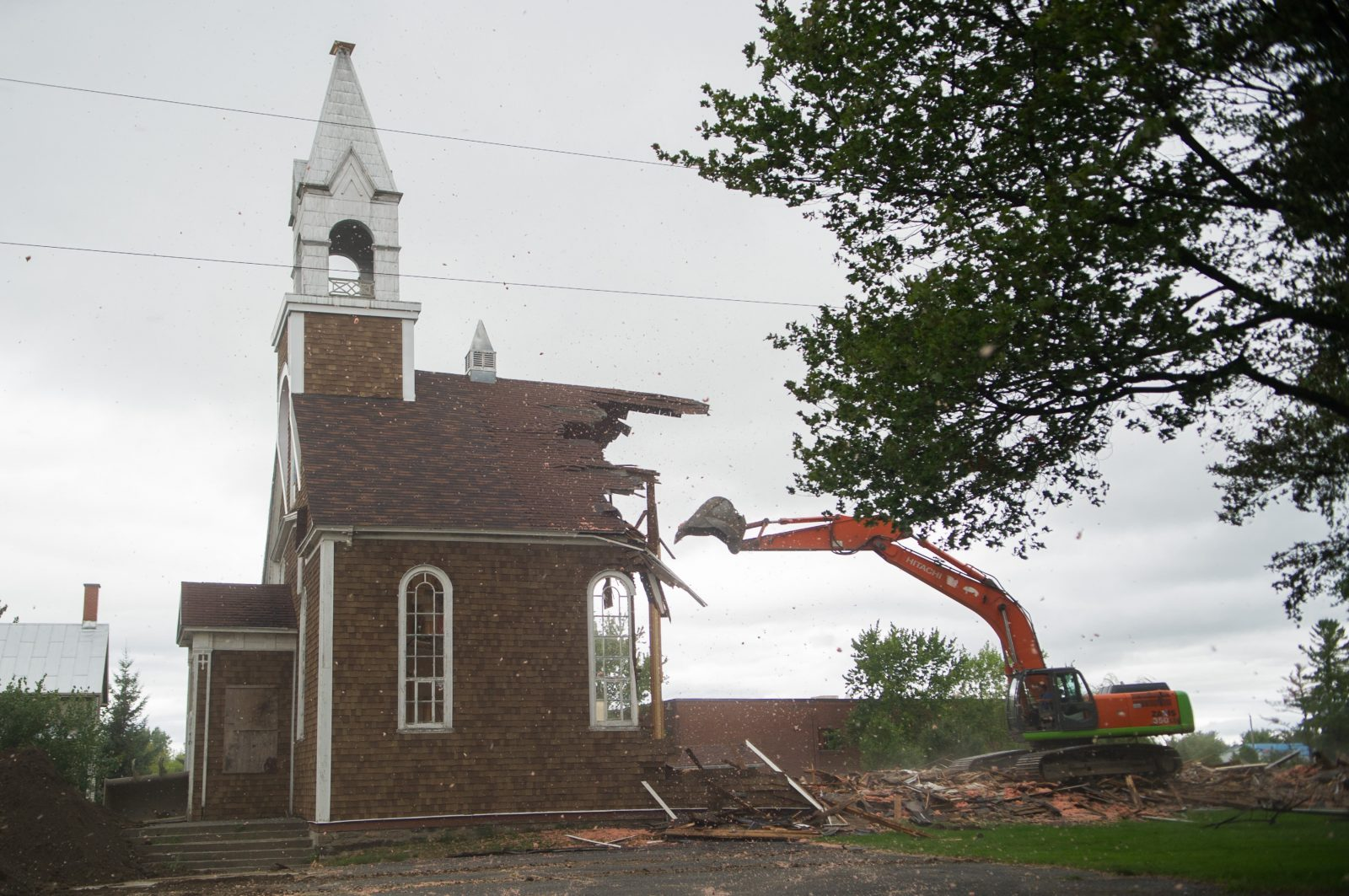 L'église Saint-Majorique passe sous la pelle mécanique