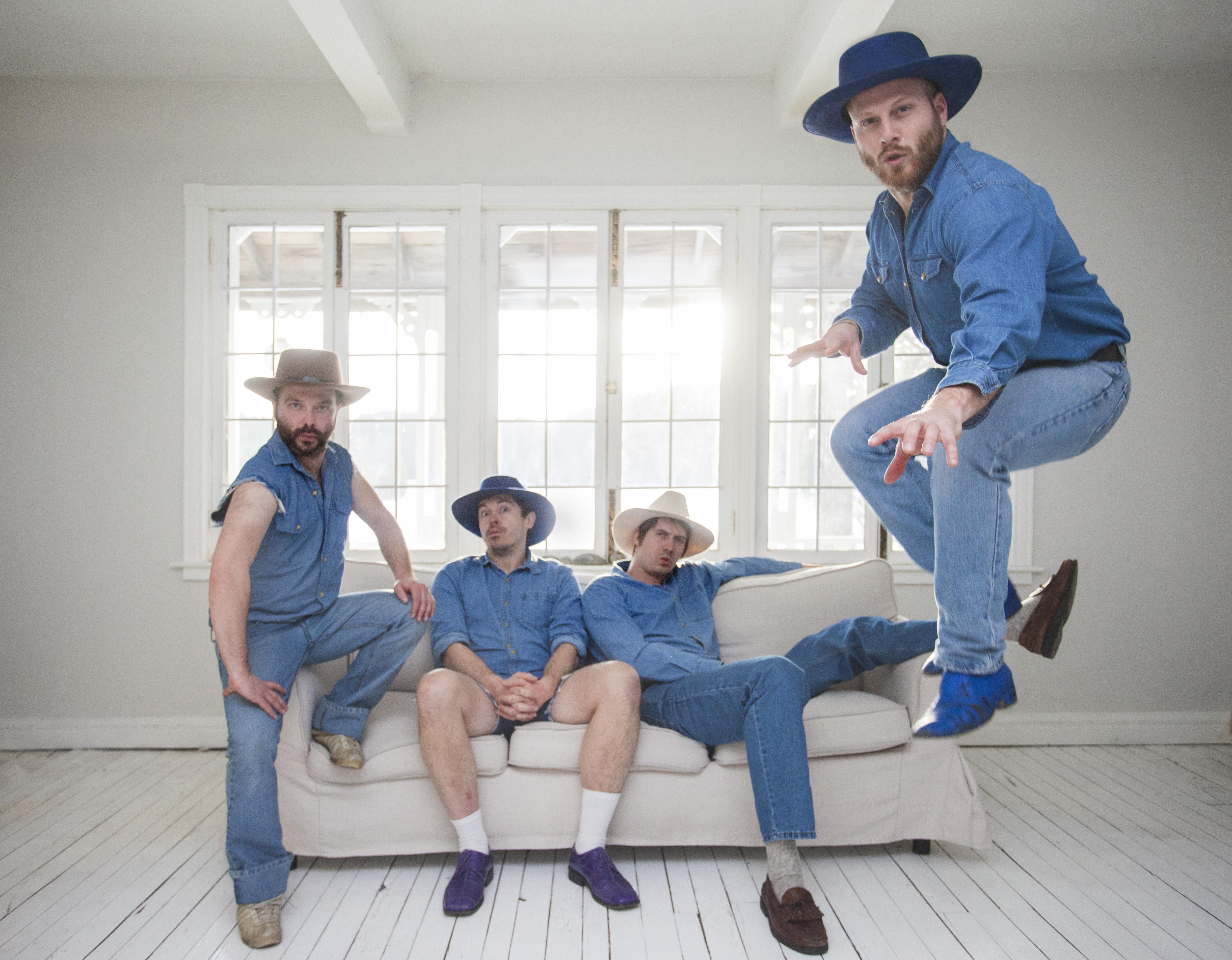 Bleu jeans bleu et Pascal Allard au bar Le Duquartier