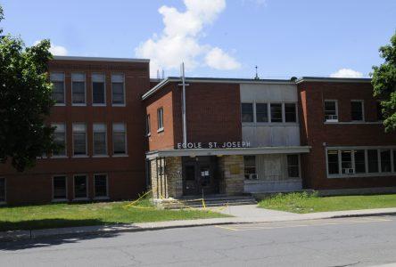 Six cas additionnels dans les écoles