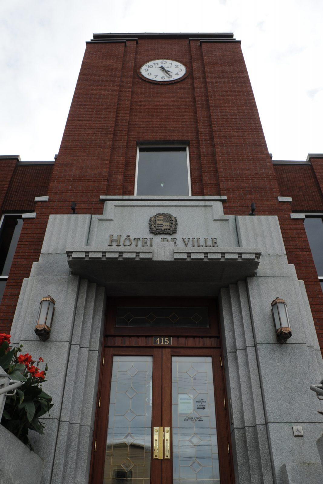L'hôtel de ville rouvrira graduellement le 1er juin