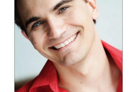 Le fascinant chanteur et comédien Patrick Olafson aux Jardins Lumières