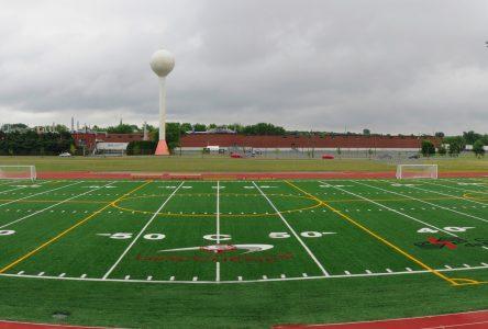 La piste d'athlétisme accessible aux sportifs