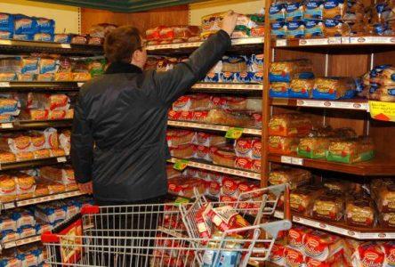 Près de 30 % des consommateurs paient leur épicerie par carte de crédit