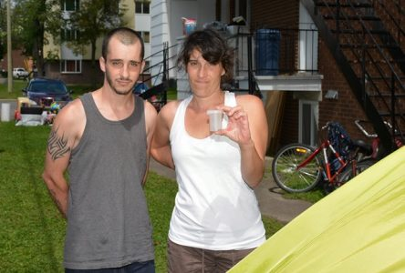 Une famille vit dehors depuis la mi-juillet