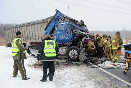 Collision majeure sur l'autoroute 20
