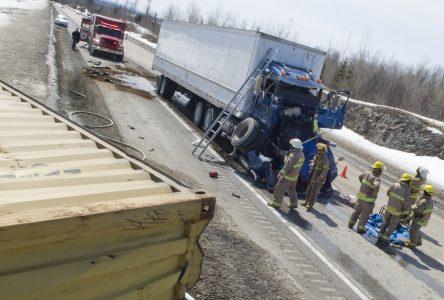 Collision entre deux poids lourds sur l'autoroute 55