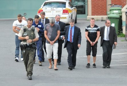 Quatre individus accusés d'extorsion