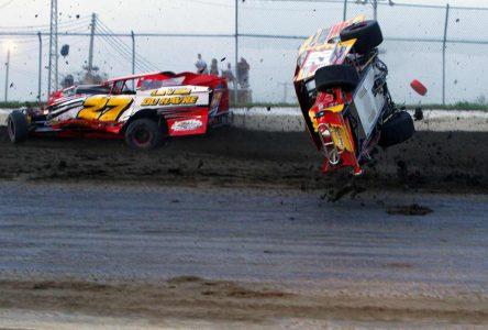 Accident spectaculaire à l'Autodrome Drummond