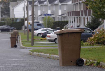 Les sacs de plastique compostables… pas dans le bac brun