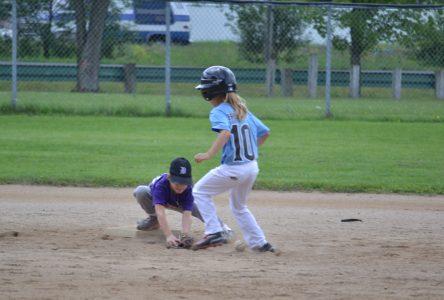 Baseball Drummond vole la vedette