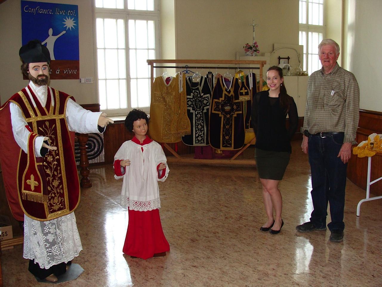 À la découverte d'une église et d'une collection de vêtements d'époque