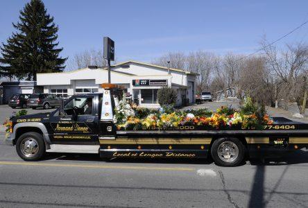Une centaine de propriétaires de dépanneuses rendent un dernier hommage à Normand Dionne