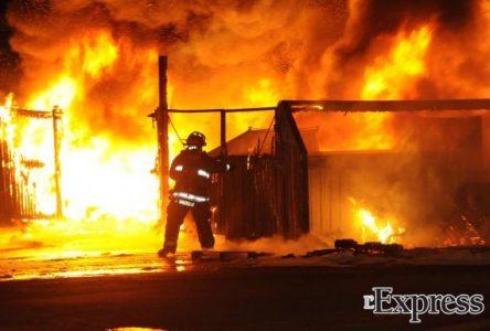 Incendie chez Pneus Bélisle : 2 millions $ partis en fumée (photos)