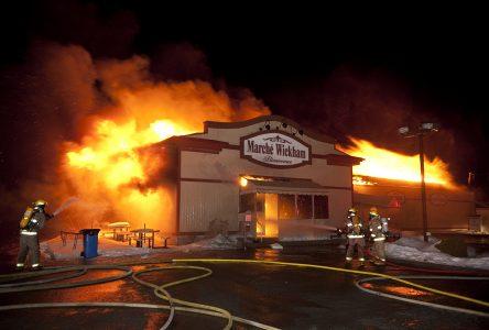 L'épicerie du village de Wickham détruite par les flammes (photos et vidéo)
