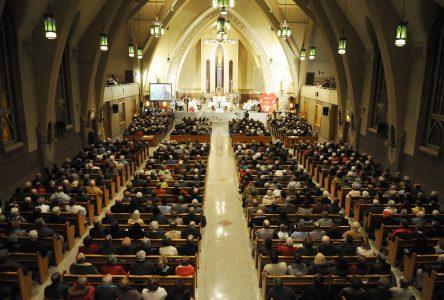 L'église Saint-Joseph remplie pour rendre hommage à saint frère André