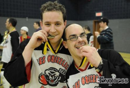 Les gagnants du Tournoi provincial de hockey balle (photos)