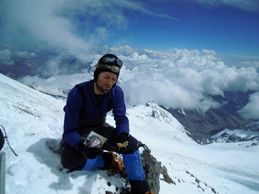 Une partie de Simon Bergeron repose sous la pointe de l'Aconcagua