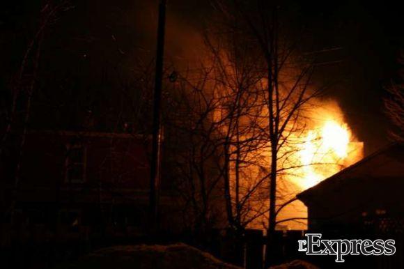 Un feu cause 100 000 $ de dommages sur la rue Manseau (photos)