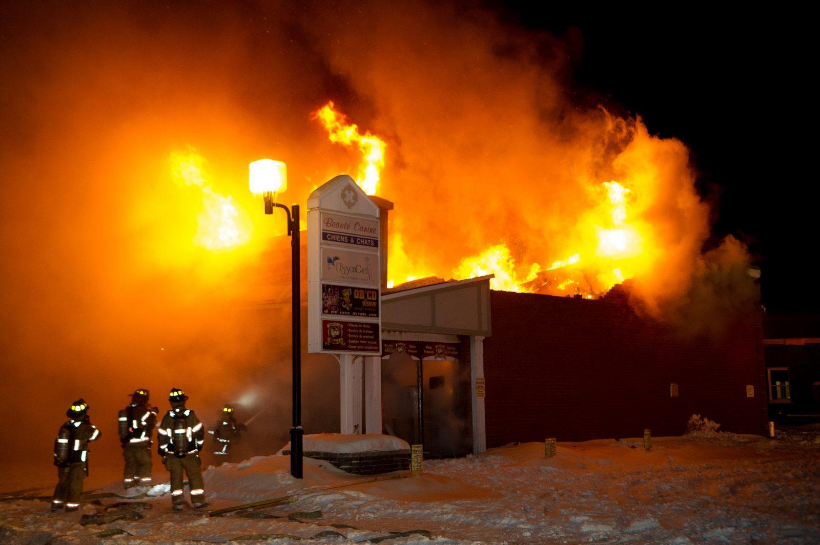 Trois commerces détruits au centre-ville (MISE À JOUR)