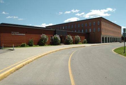 COVID-19 : au tour de l'école secondaire La Poudrière de fermer ses portes