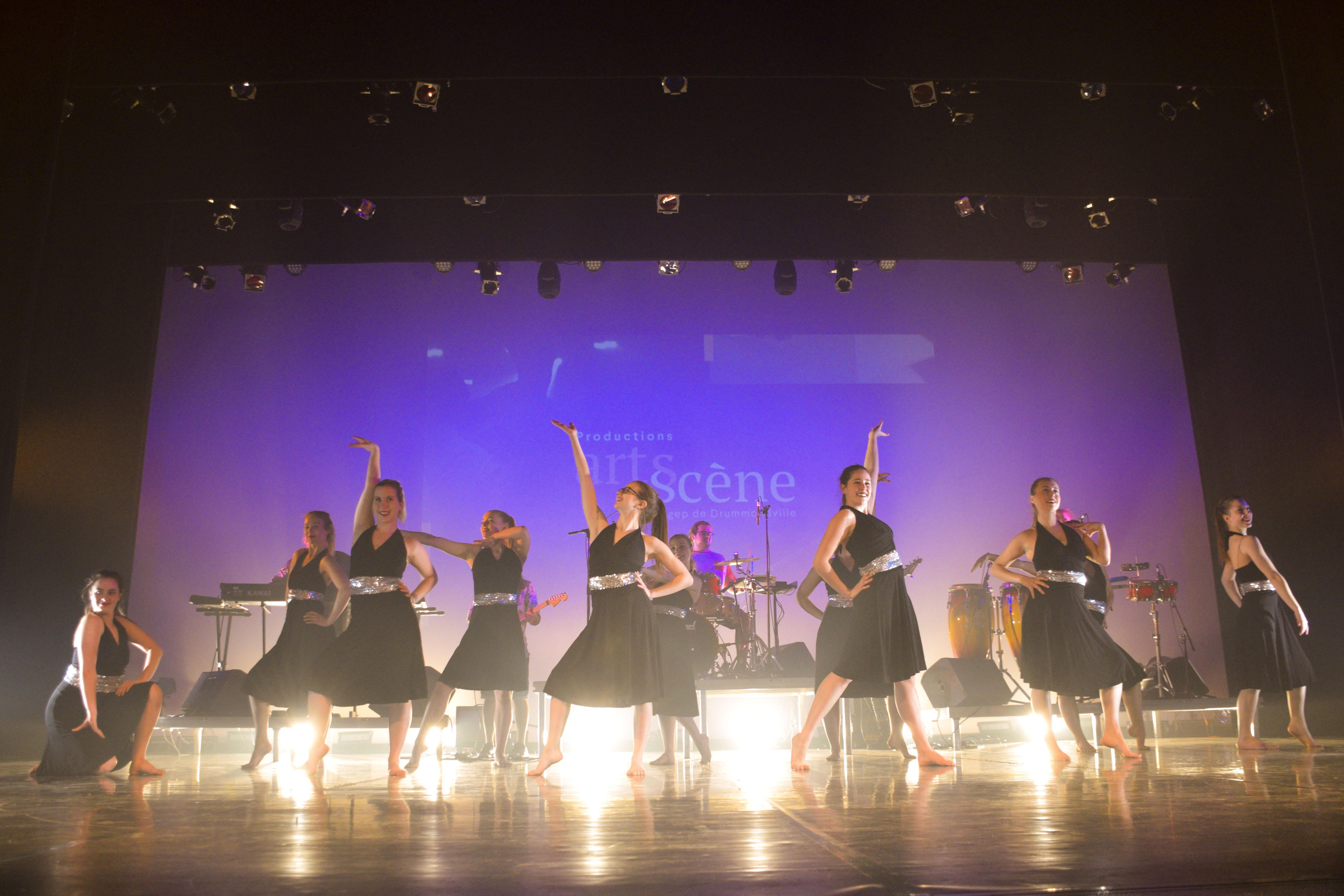 Danse: des étudiants reçoivent de précieux conseils de professeurs de ballet de haut niveau