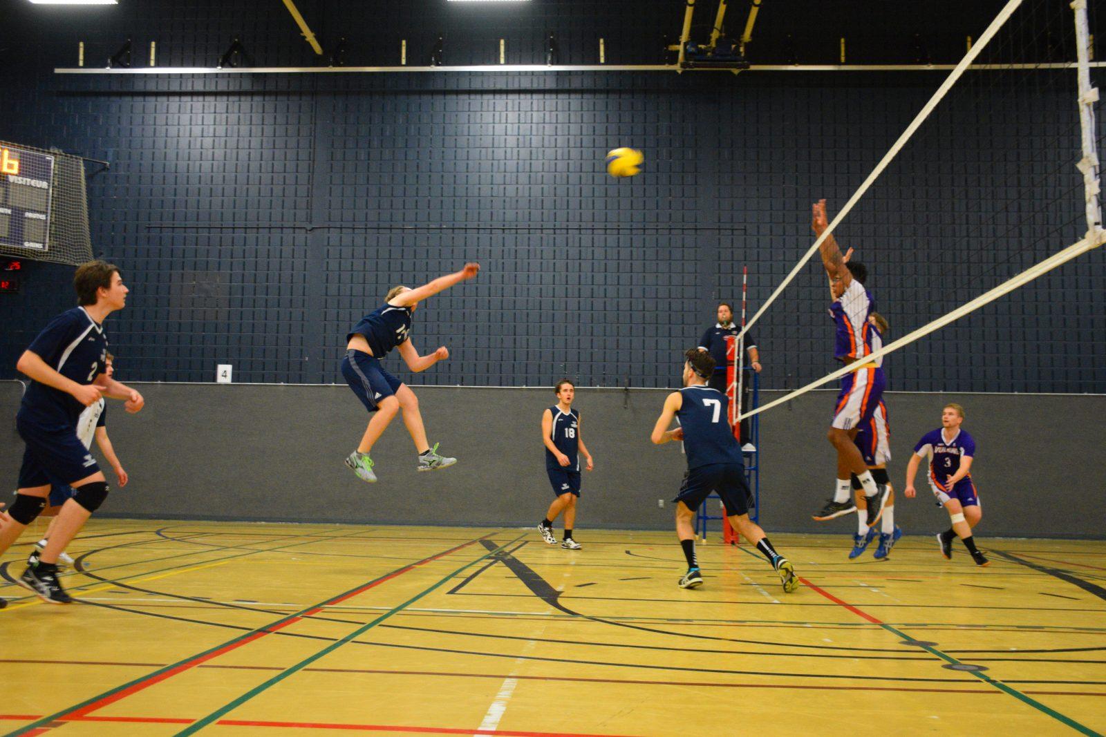 Volleyball collégial: des signes encourageants pour l'équipe masculine