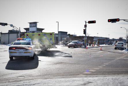 Quatre voitures impliquées dans un accident devant les Promenades