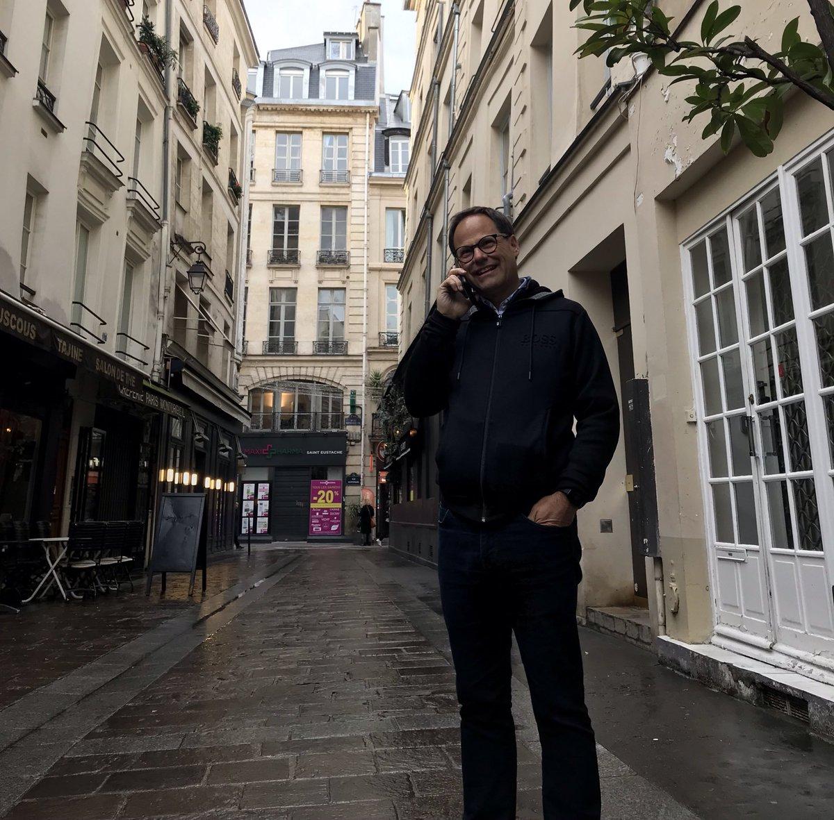 Alexandre Cusson en mission de recrutement à Paris avec l'UMQ