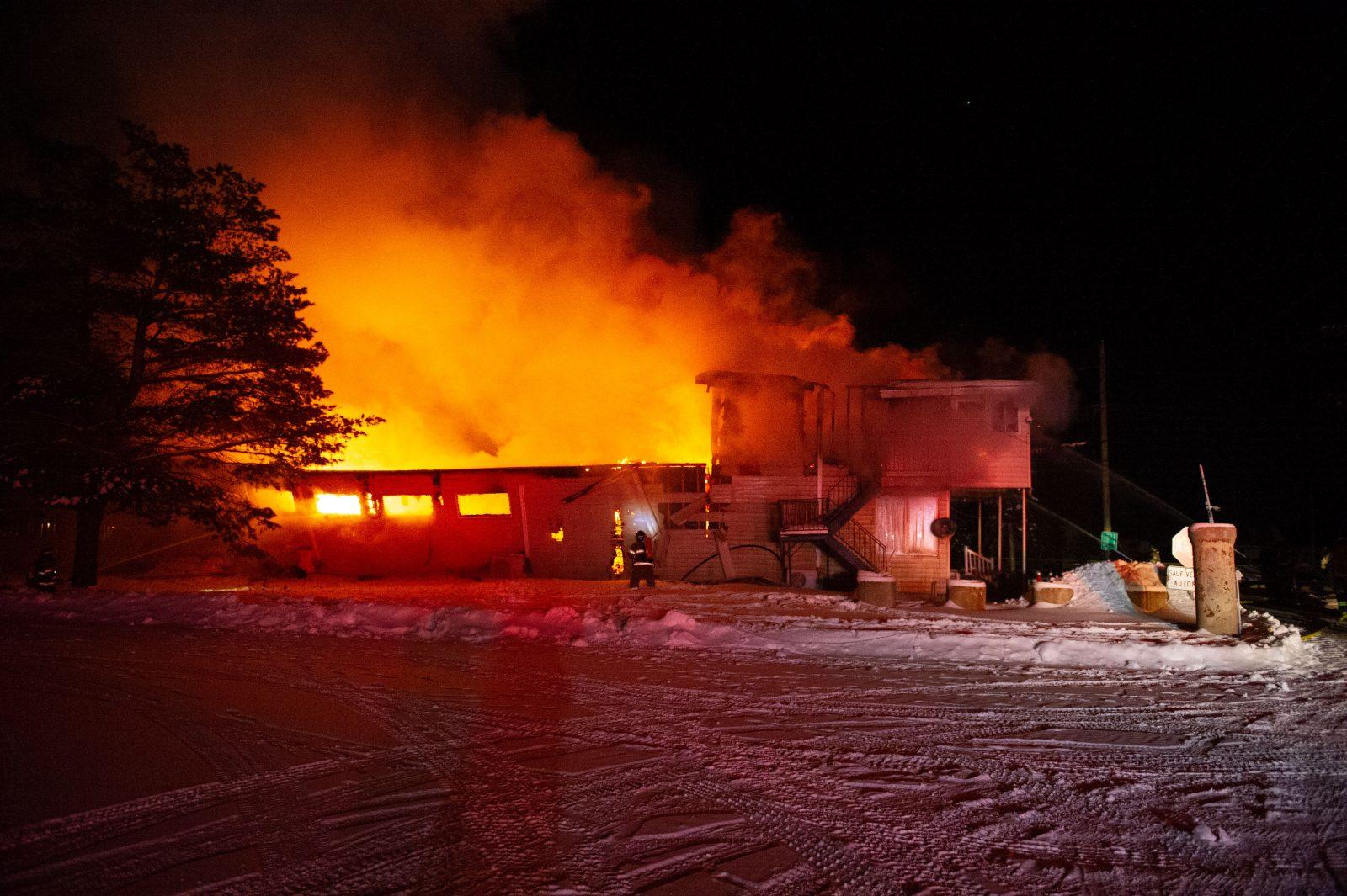 Incendie majeur au camping Adam et Ève (mise à jour et photos)
