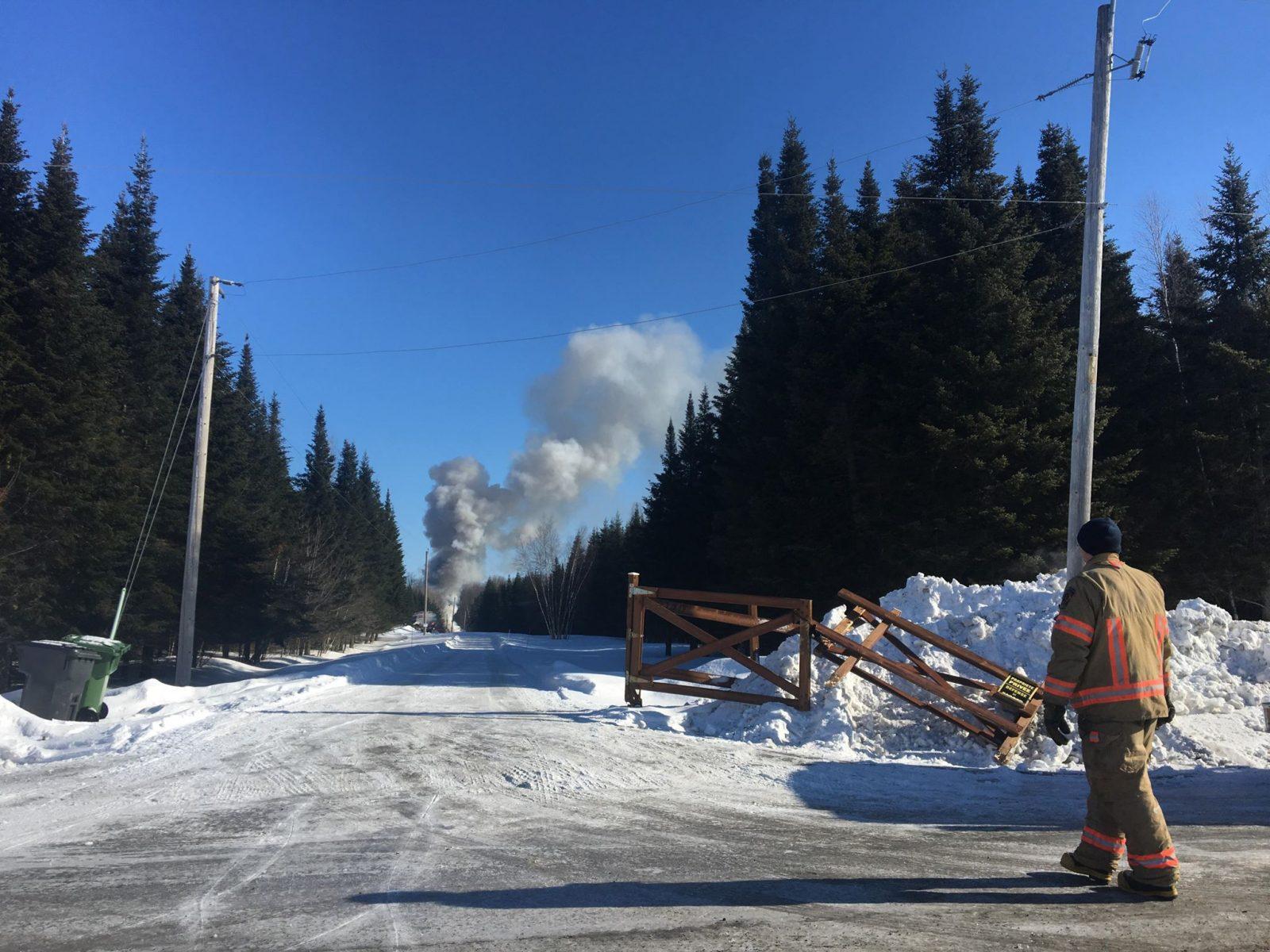 Une résidence en feu à Saint-Cyrille-de-Wendover