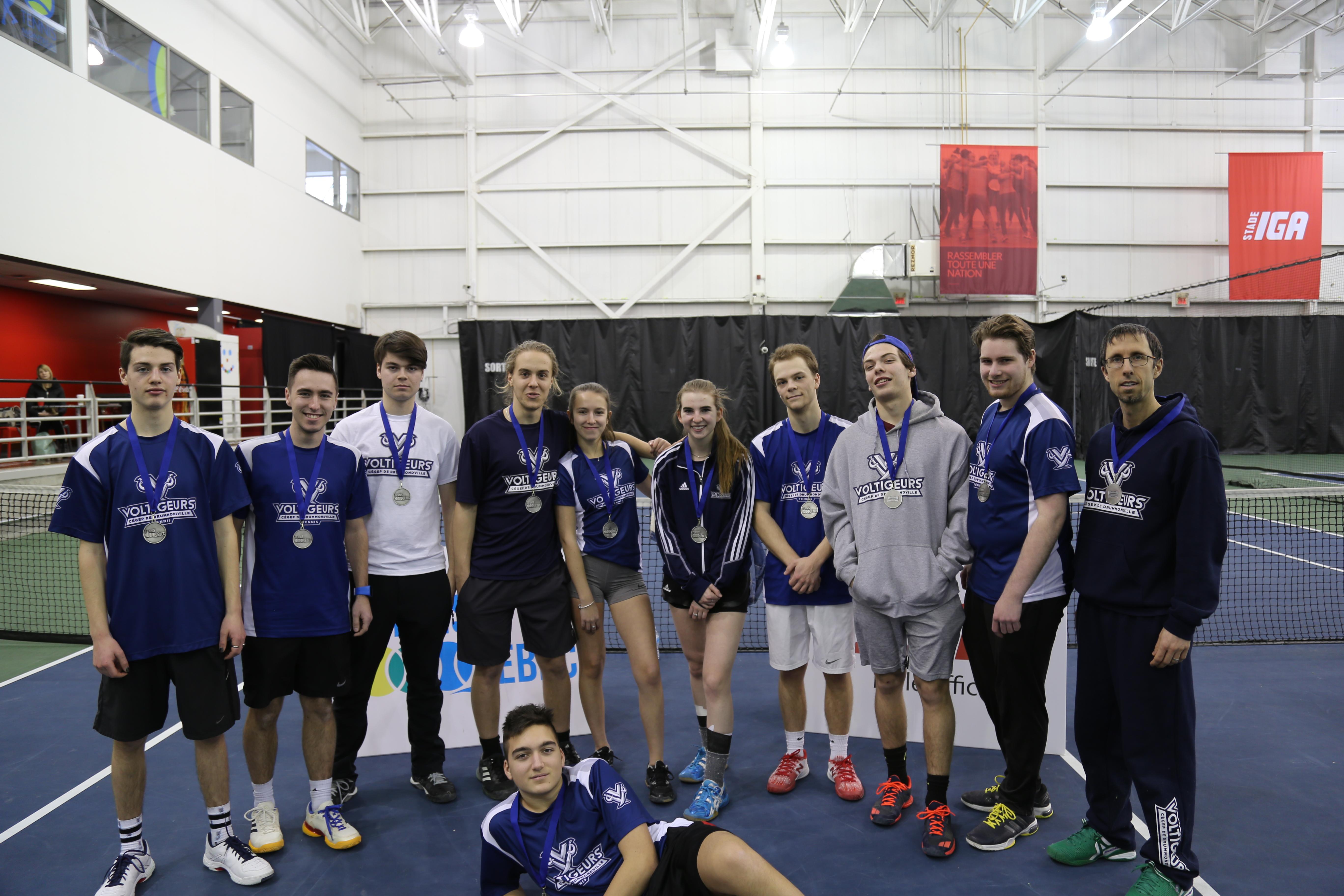 Tennis collégial: les Voltigeurs médaillés d'argent à Montréal