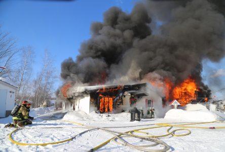 Deux résidences en feu au camping Adam et Ève (MISE À JOUR)