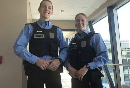 Deux aspirants policiers qui ont du flair