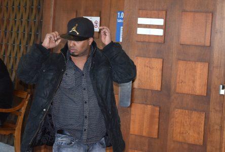 Accusé de crimes sexuels, il se fait larguer par son avocat