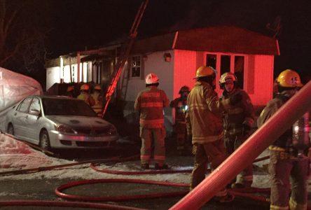 Une résidence lourdement endommagée par un incendie