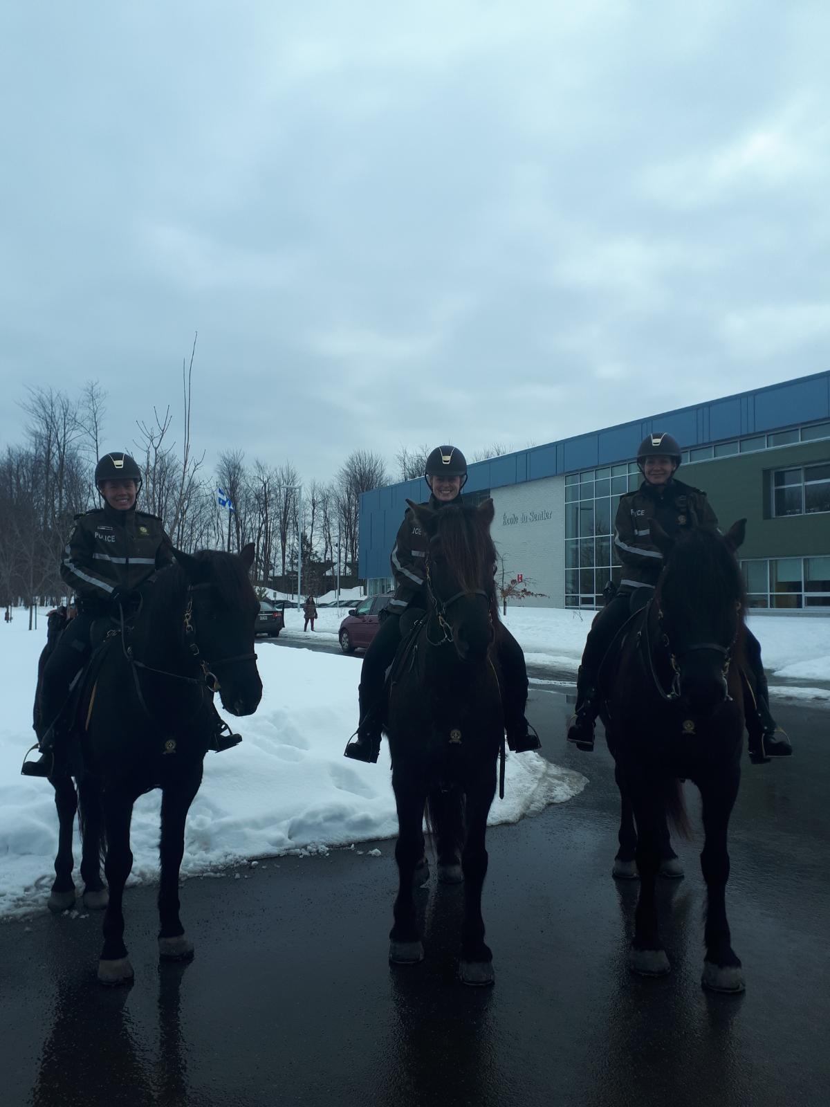 La SQ patrouille à cheval