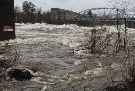 Inondations: surveillance accrue pour les chemins de la Longue Pointe et Hemming