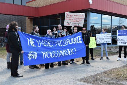 Des cégépiens manifestent contre le projet de loi21