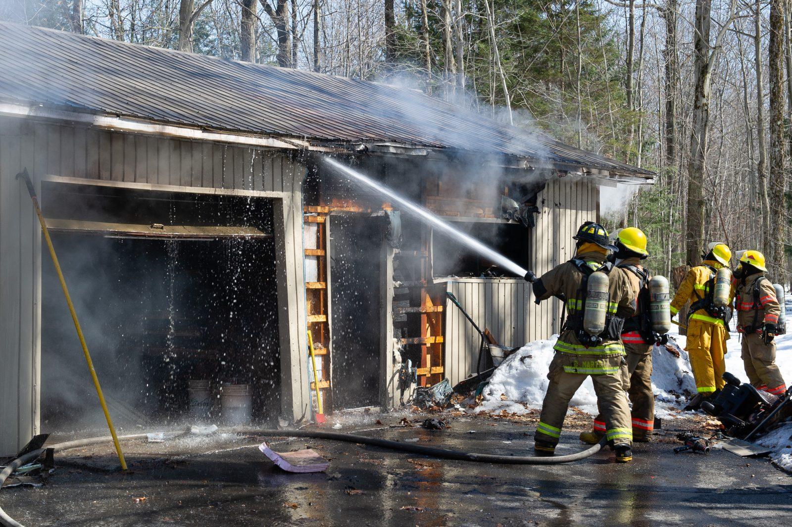 Un garage incendié à Saint-Charles (photos)