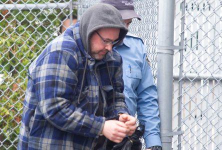 Un délinquant sexuel récidiviste retourne en prison