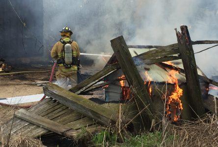 Une roulotte s'enflamme sur le chemin Tourville