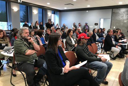 Des cols blancs se sont présentés au conseil municipal