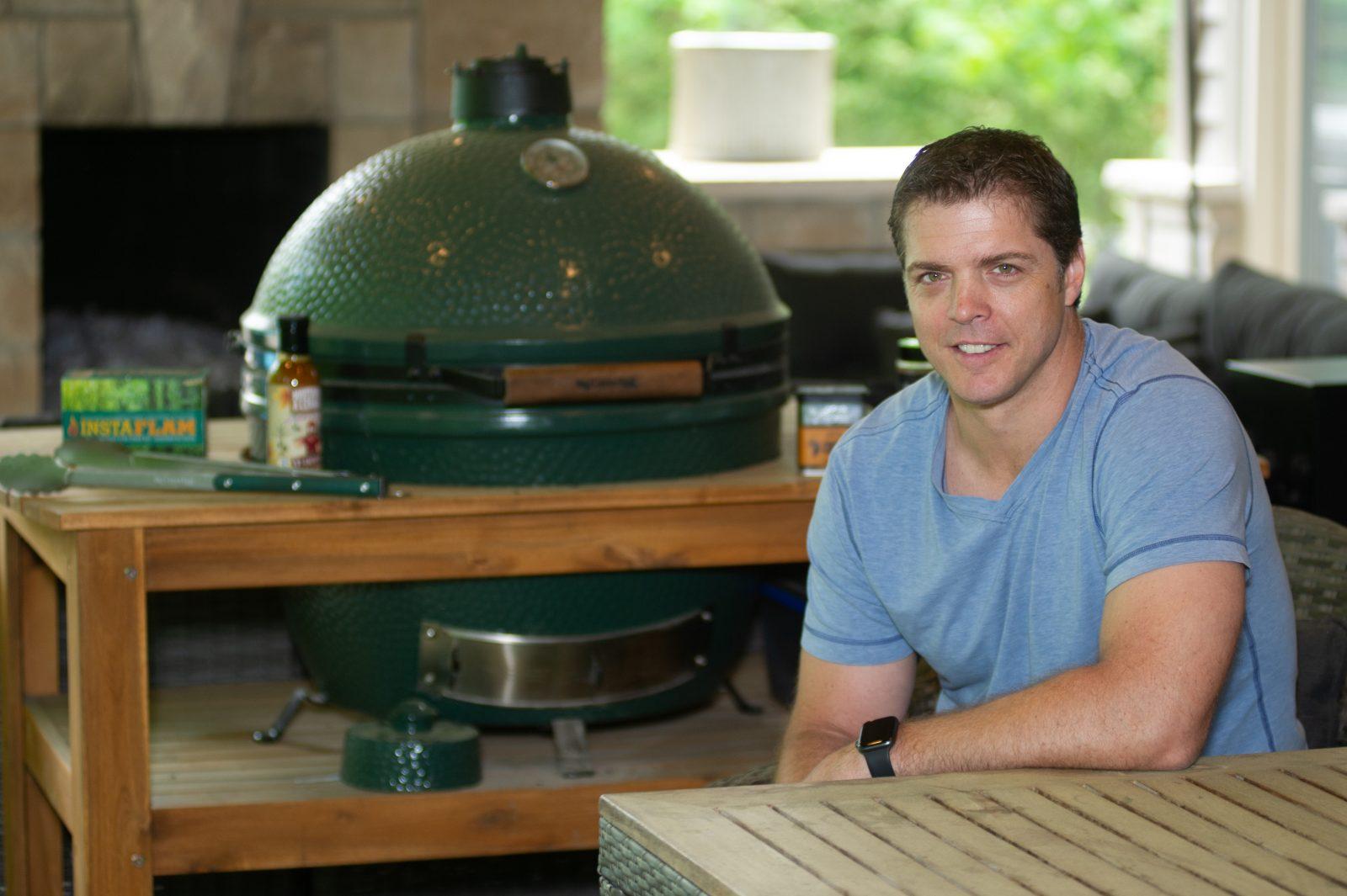 Après le hockey, Denis Gauthier découvre la télévision et… la cuisine sur barbecue