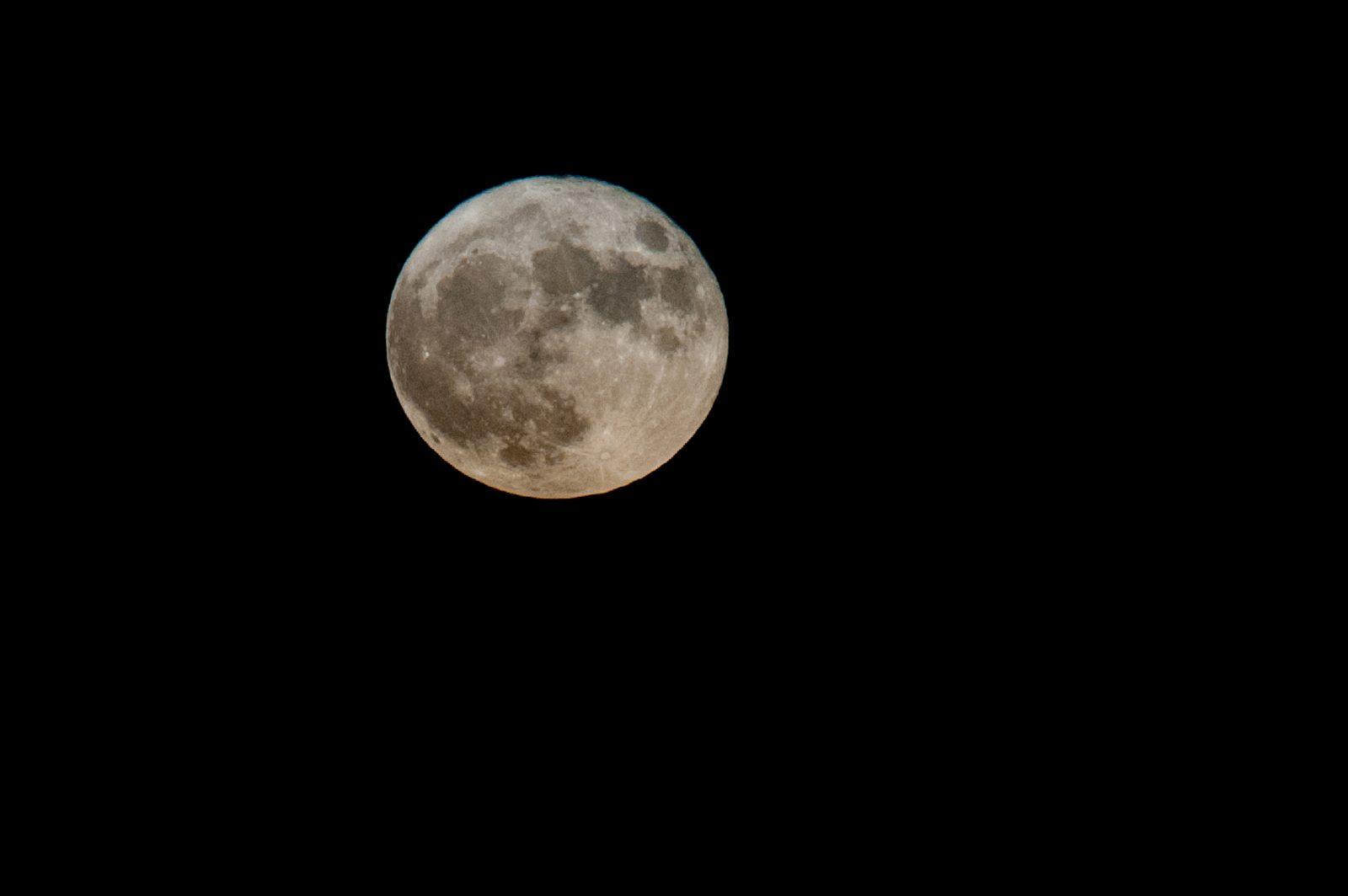 Un astronaute canadien autour de la Lune en 2023? Trois bémols