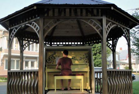 Un piano de Florence K au cœur de Saint-Guillaume