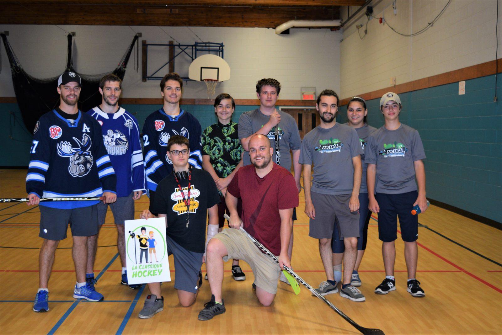 Des hockeyeurs professionnels inspirent des jeunes