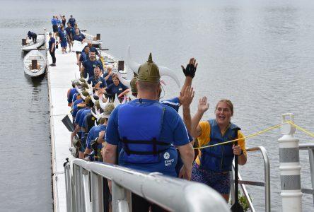 Des courses de bateaux-dragons pour promouvoir l'esprit d'équipe