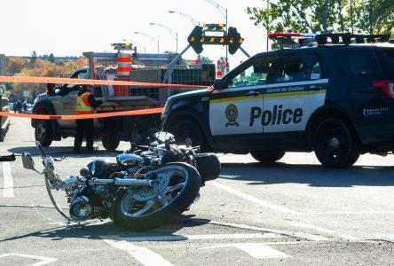 Collision entre une voiture de police et une motocyclette